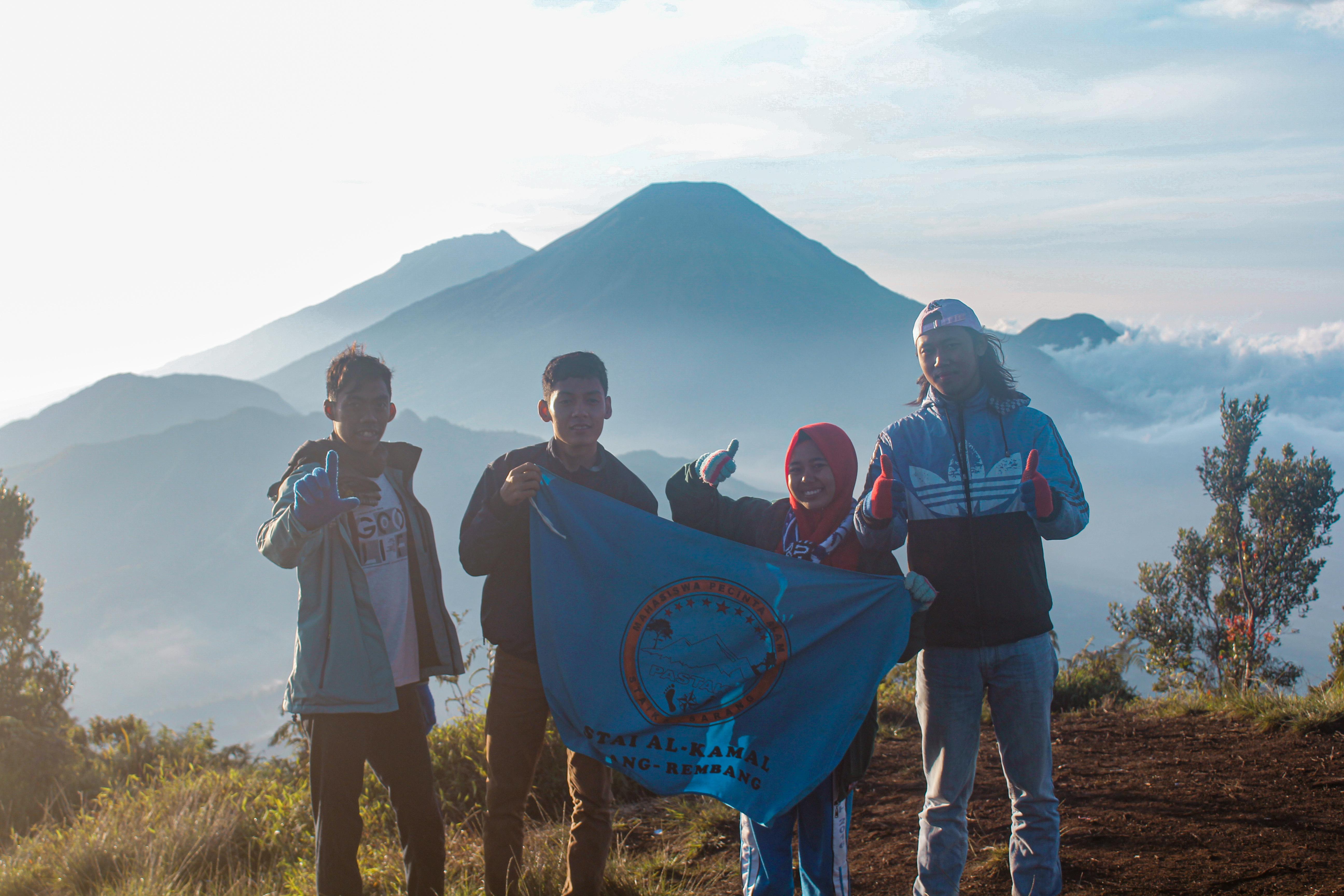 Pecinta Alam Staika Muncak ke Gunung Prau